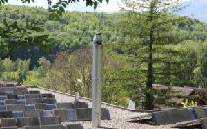 Kamin Inox über Flachdach mit Bastenhut